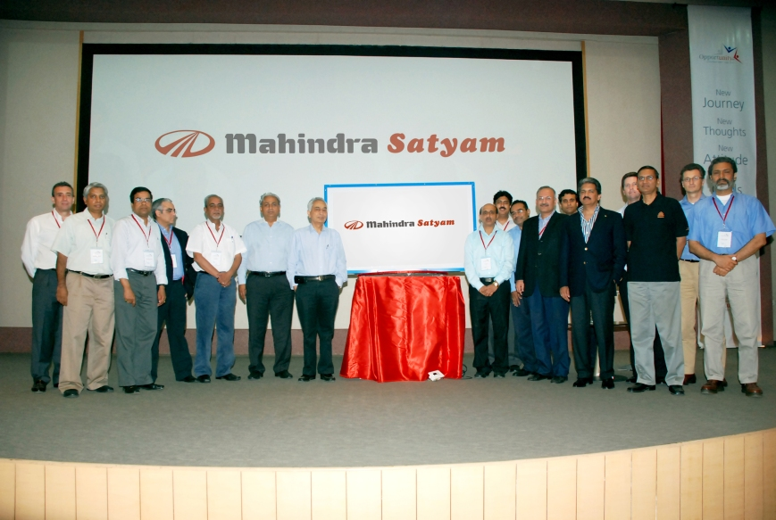 Anand Mahindra, Vineet Nayyar & Team while unveiling new logo for Satyam